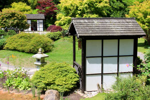Rear view of tea house structure, showing the black and white shoji screen
